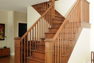Escaliers d\'intérieur en bois, fer et verre conçus par nos experts.